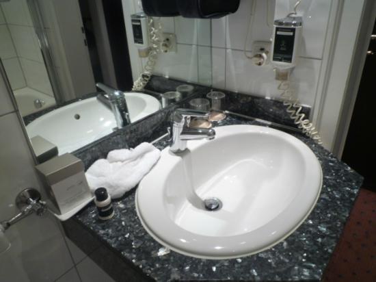 Günnewig Hotel Uebachs: Bathroom(another angle)