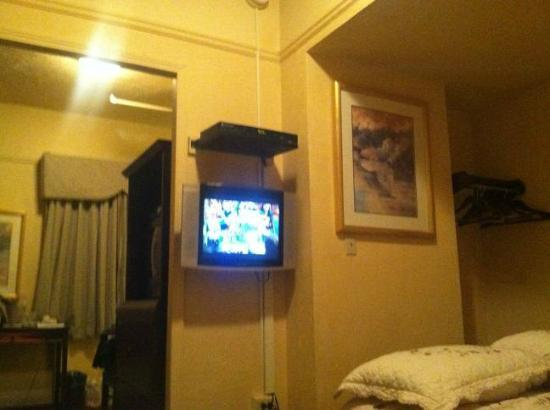 Gilmore Hotel: The TV view from the bed