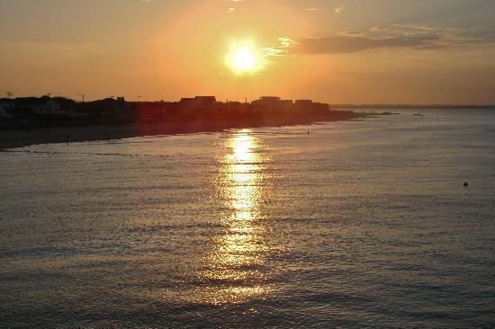 Ocean View Fishing Pier Restaurant: Sunset.