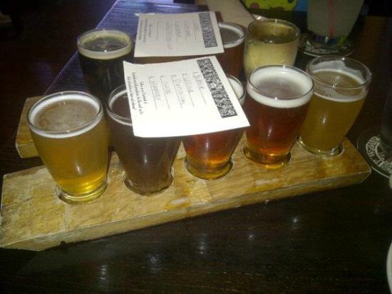 Jolly Pumpkin in Ann Arbor : 9 beer flight!