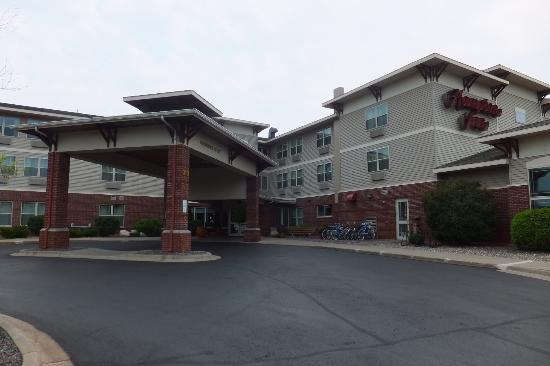 Hampton Inn Duluth: Hotel entrance