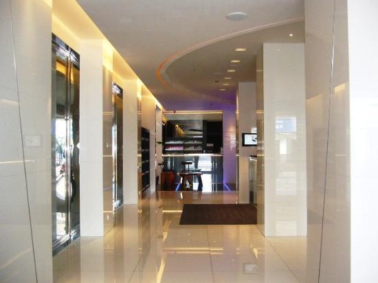 CityInn Hotel Plus - Taichung Station Branch: Lift lobby