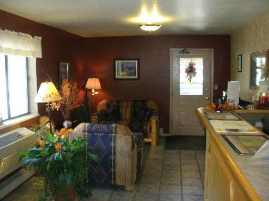 Comfort Inn: Cozy lobby/front desk