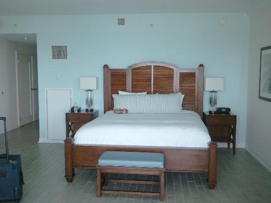 Margaritaville Beach Hotel : Big King Size Bed in our Suite