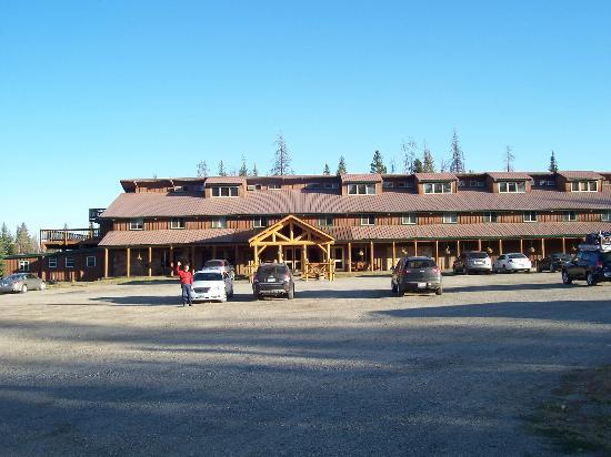 Togwotee Mountain Lodge: Front view of lodge