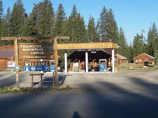Togwotee Mountain Lodge: Gas Station on site - pumps available 24 hrs/day