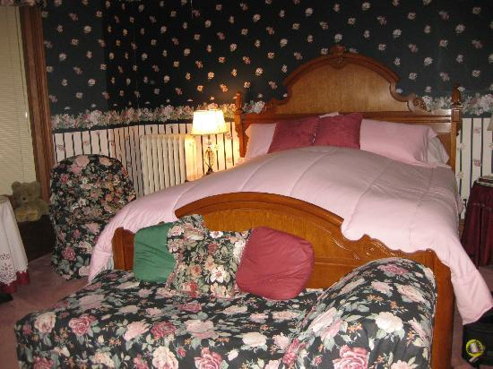 Crawford House Inn: Beautiful and comfy feather bed