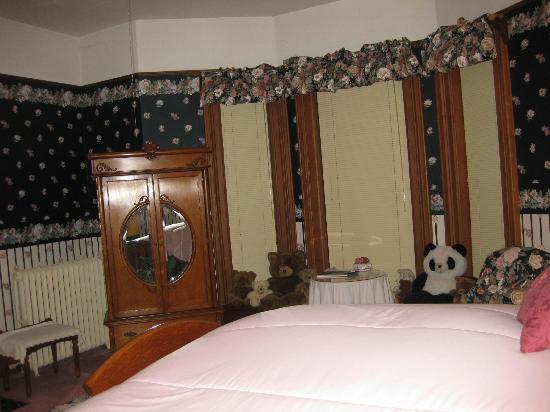 Crawford House Inn: Beautiful windows