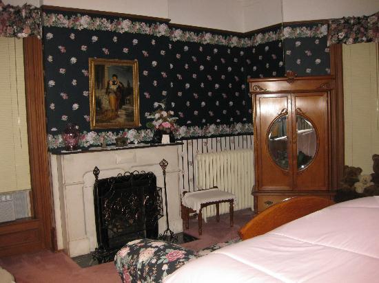 Crawford House Inn: Lovely fireplace