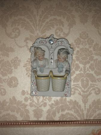 Farnsworth House Inn: Were these Victorian candle holders?? Jenny Wade Room