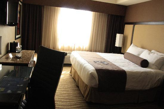 BEST WESTERN PREMIER Freeport Inn & Suites: Kingsize bed