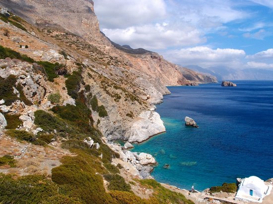 Amorgos, Grekland: View of the beach from up the stairs