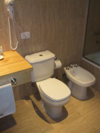 Monarca Hoteles: Banheiro