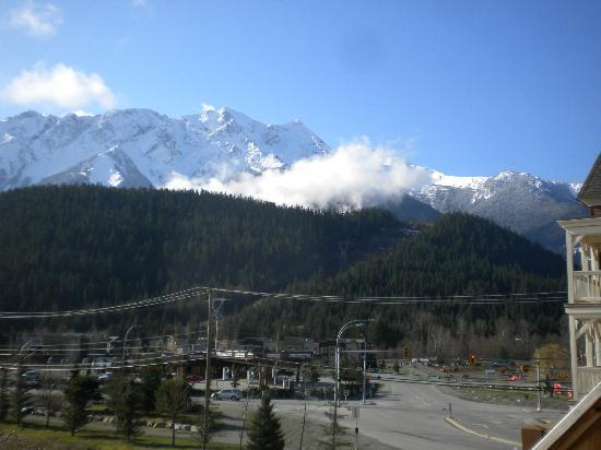 Pemberton, Canadá: Mount Currie pic from Gateway Building facing South