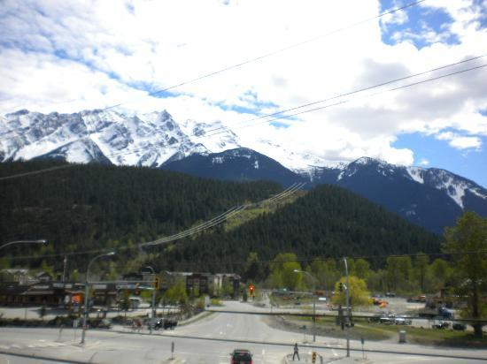 Pemberton, Kanada: Mount Currie from Gateway Building looking South