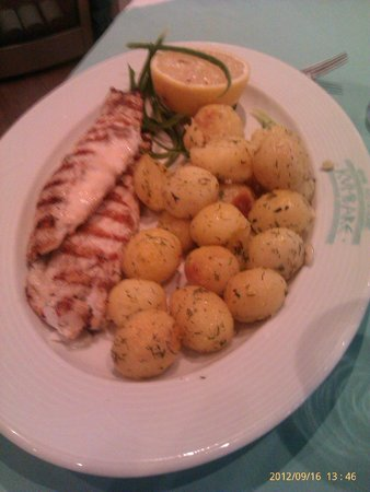 Kumbare: Grilled fish with baby potatoes