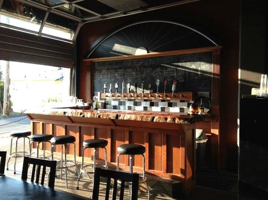 Der Blokken Brewery: The Der Blokken Bar