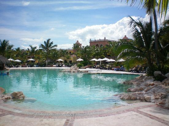 Sanctuary Cap Cana by AlSol: The fantastic Main Pool lagoon style