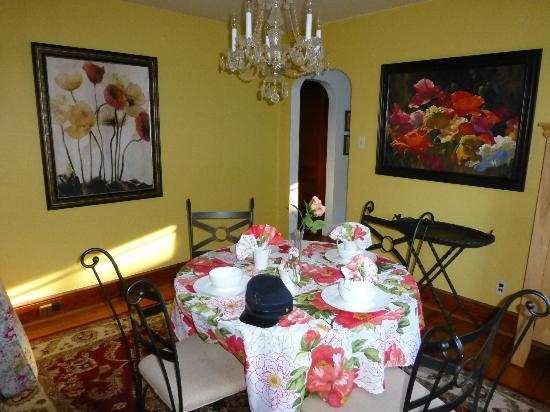 Battlefield Bed and Breakfast Inn: Dining room in Swan Cottage