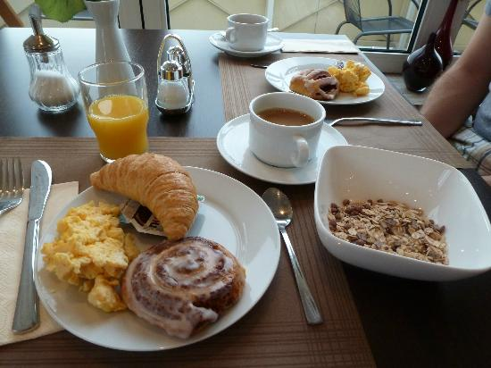 Smart Stay Hotel Schweiz: Breakfast was good for 6.50 euros