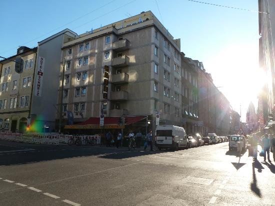 Smart Stay Hotel Schweiz : Hotel Schweiz from the street