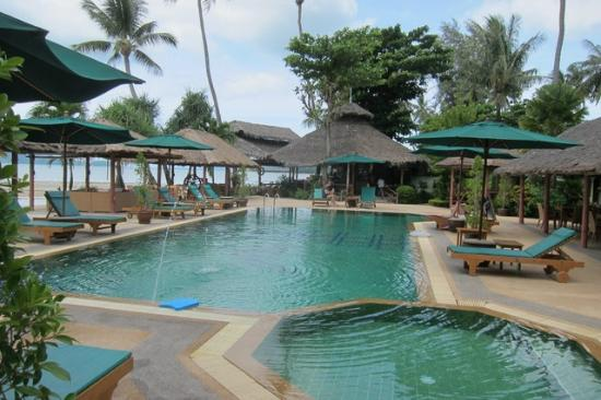 Friendship Beach Resort & Atmanjai Wellness Centre : Decent Swimming pool
