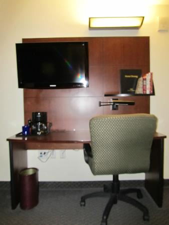 Club Quarters Hotel in Houston: desk and TV