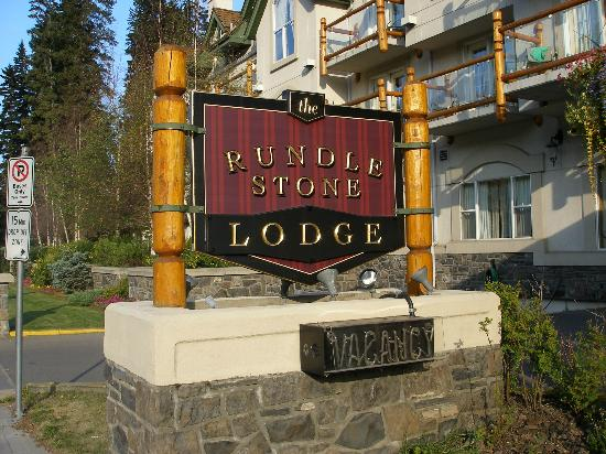Rundlestone Lodge: Signage from road