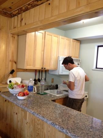 3 بيكس ريزورت آند بيتش كلوب: The kitchen 