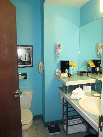 Super 8 Austin/Airport South : Bathroom, shelves and coffee maker