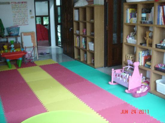 Green Papaya Apartments: Playroom