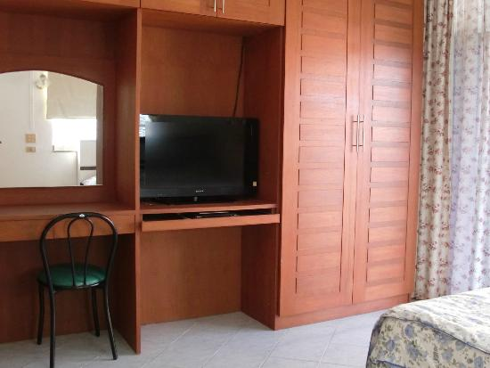 Green Papaya Apartments : Standard ensuite room