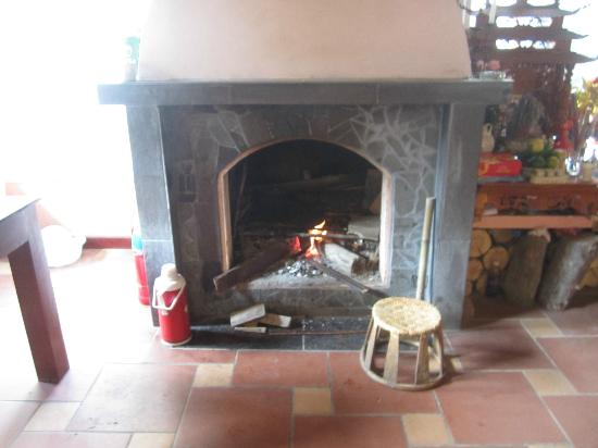 The White Lotus Hotel: Fire Place, so welcoming and warm on a rain cool day