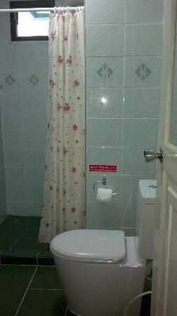 Green Papaya Apartments: Bathroom