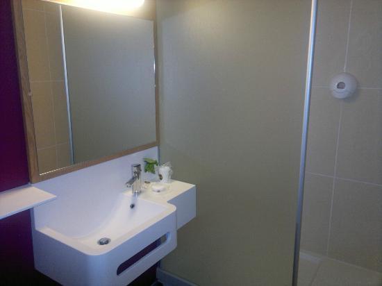 B&B Hotel Lyon Gambetta : bathroom