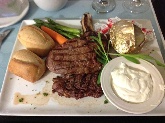 Hilton Garden Inn Montreal Airport : Room Service Steak Dinner