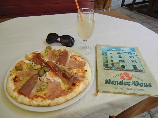 Hotel Rendez-Vous: lunch pizza, good