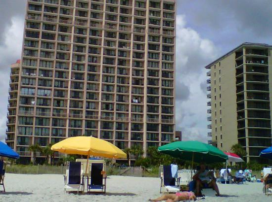 Beach Colony Resort: View of hotel from beach