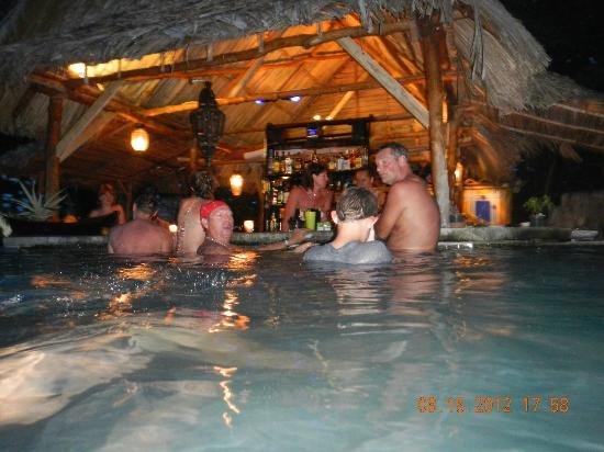 Popa Paradise Beach Resort: The swim-up bar live in action.