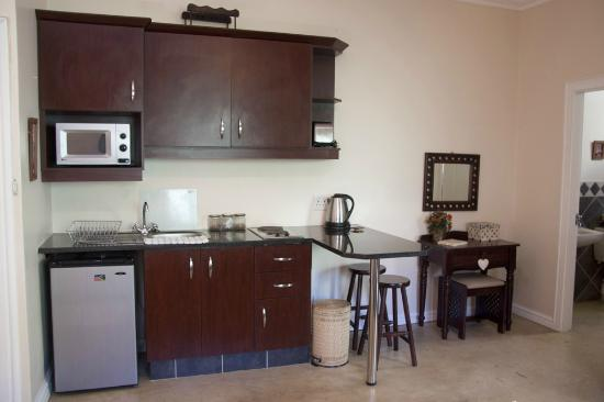 The Lazy Lizard: A fully fitted kitchenette...