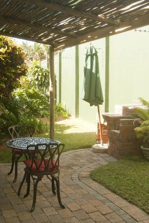 The Lazy Lizard: A peaceful outside patio
