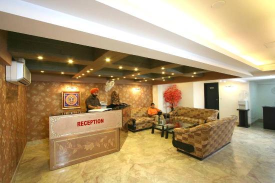 Hotel Jeniffer Inn: Reception