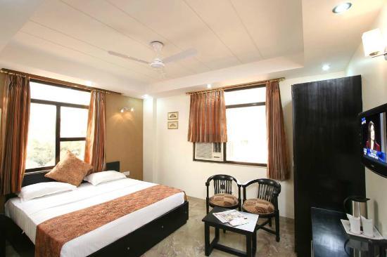 Hotel Jeniffer Inn: Room