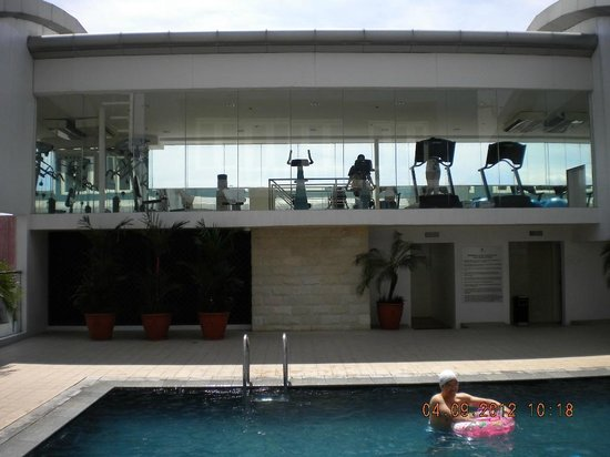 St Giles Makati Hotel: 35th floor,pool & gym