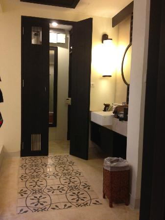 Bhu Nga Thani Resort and Spa: Spacious Bathroom