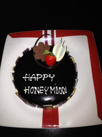 Grand Sukhumvit Hotel Bangkok Honeymoon Cake