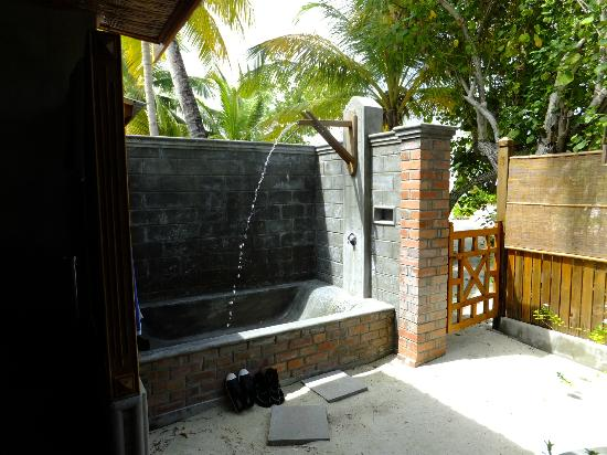 Fun Island Resort: The outside pool/bath in deluxe rooms
