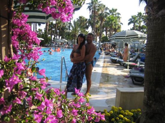 Meryan Hotel : Возле бассейна