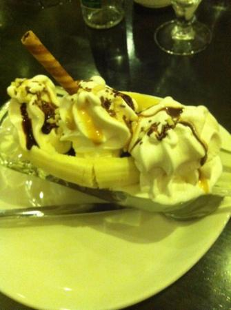 The Galleon Restaurant: banana split