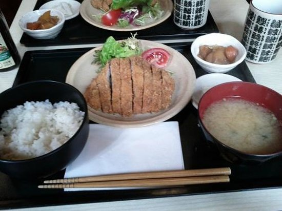 Hyotan: Menu midi Tonkatsu (porc pané)
